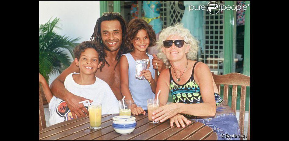 exclusif yannick en famille avec ses deux enfants. Black Bedroom Furniture Sets. Home Design Ideas