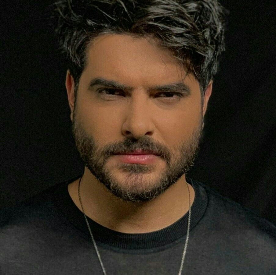Pin By Ahmad Almasri On Nassif Zeytoun Singer Beautiful Men Portrait