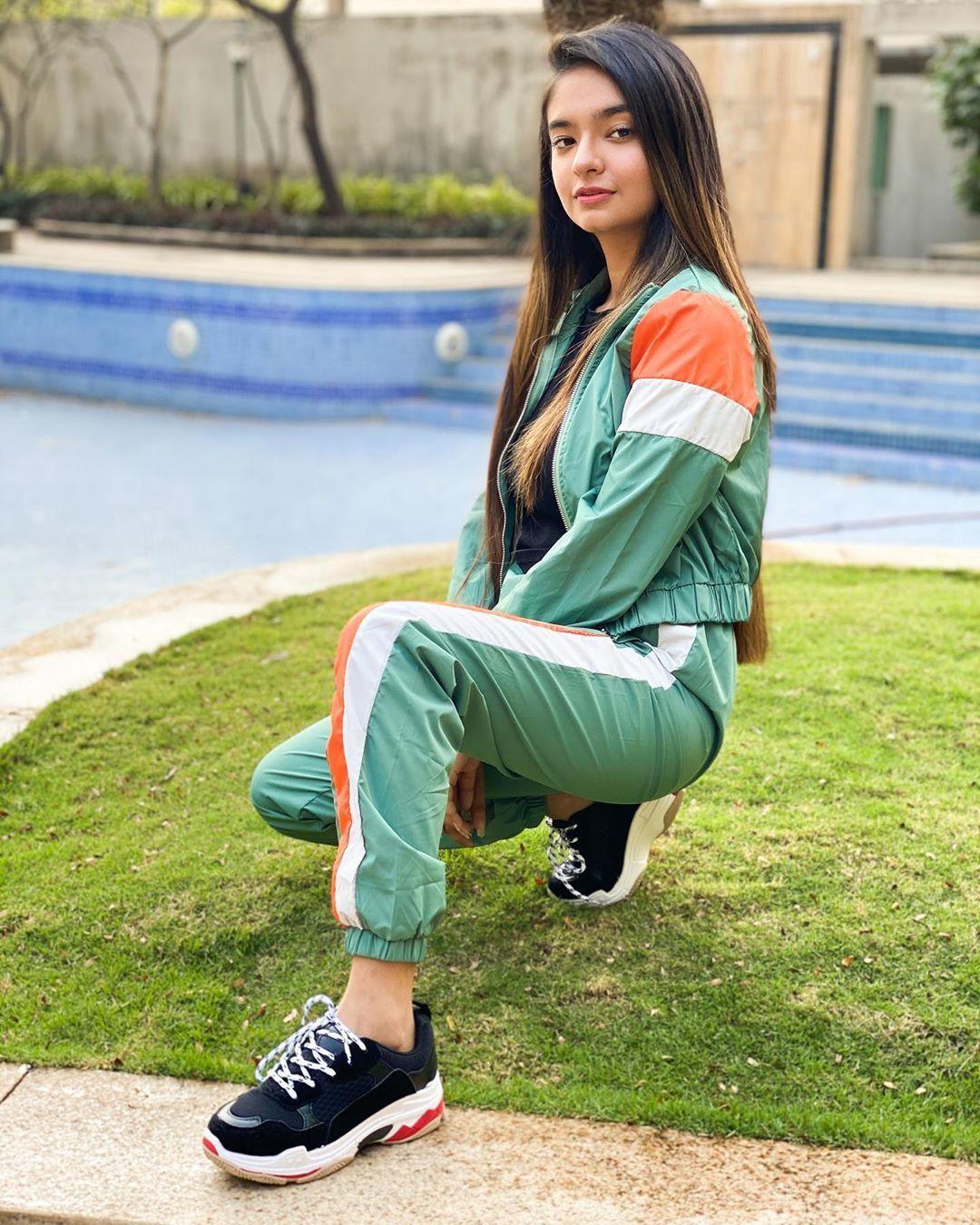 Top 50 Cute Teen Desi Girls with Big Boobs Wallpapers