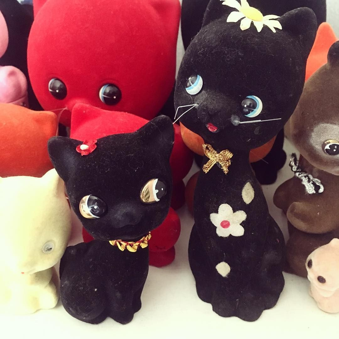 This Black Floral Cat flocked ceramics are up at my Etsy shop, link on my profile 🖤🖤 The tall one is a coin bank 🐱🌼🐱 #feerique #feeriqueshop #feeriquetoy #vintageceramic #vintagecoinbank #flockedceramic #vintageflockedcat #ceramiccat #catceramic #blackcat #japanesevintage #kitschycute #kitschycat #showa #retro