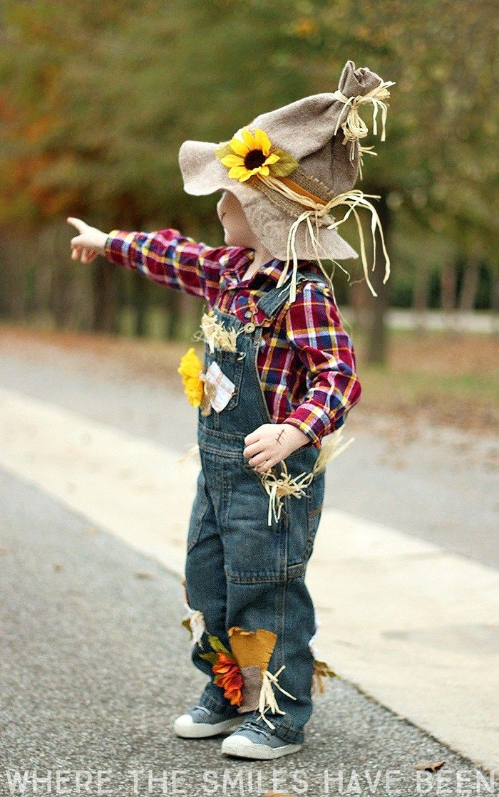 Learn how to make this DIY Scarecrow Costume that works great for toddlers e19e478b14ea