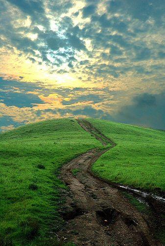 Camino hacia el monte mas alto cerca del cielo... :)