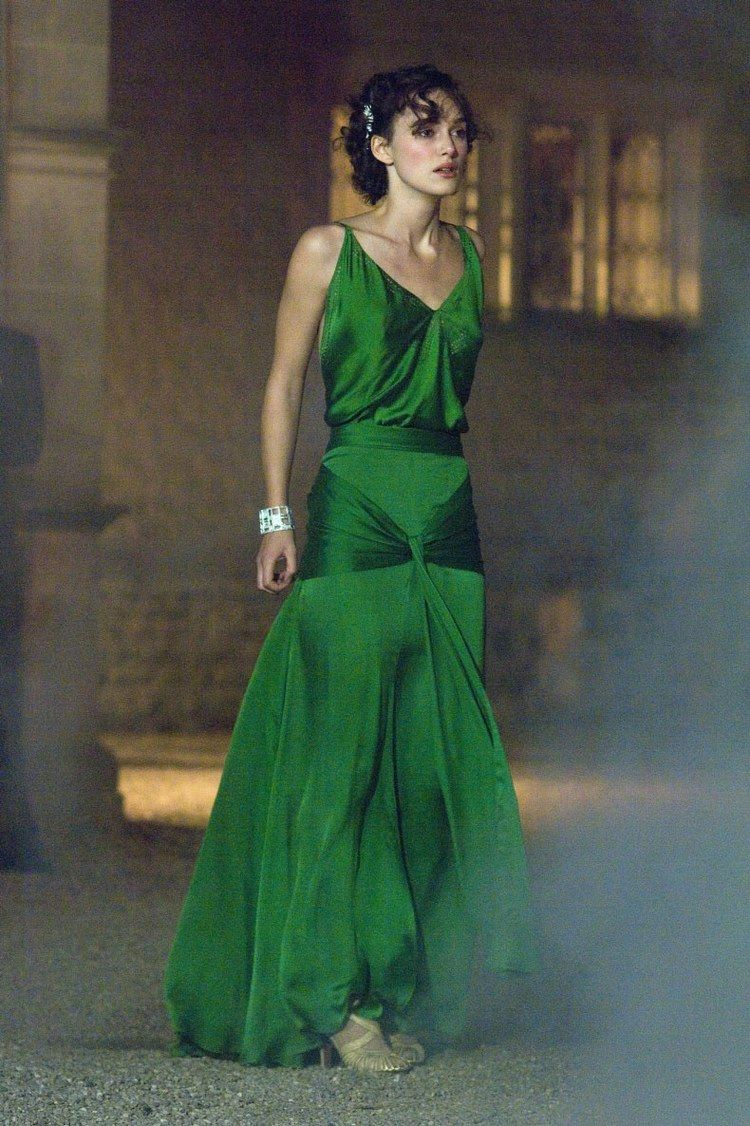 The Most Iconic Green Dresses In Cinema Iconic Dresses Celebrity Dresses Evening Dresses Vintage [ 1126 x 750 Pixel ]