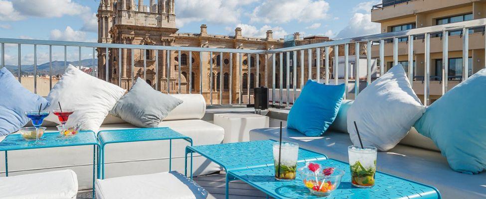 La Terraza Lounge Hotel Molina Larios Malaga Post By Inou Mobiliario Malaga Malaga Spanien Umgebung