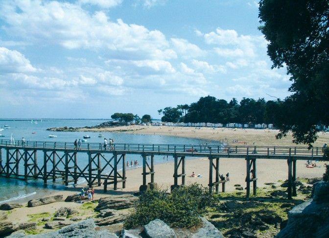 La plage des dames devant nous l estacades cloudy - Office du tourisme ile de noirmoutier ...