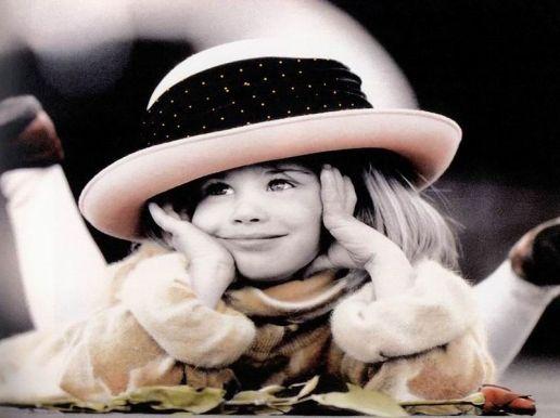 Sfondi Bambini ~ Http: cdn28.us2.fansshare.com photograph wallpaperbackground cute