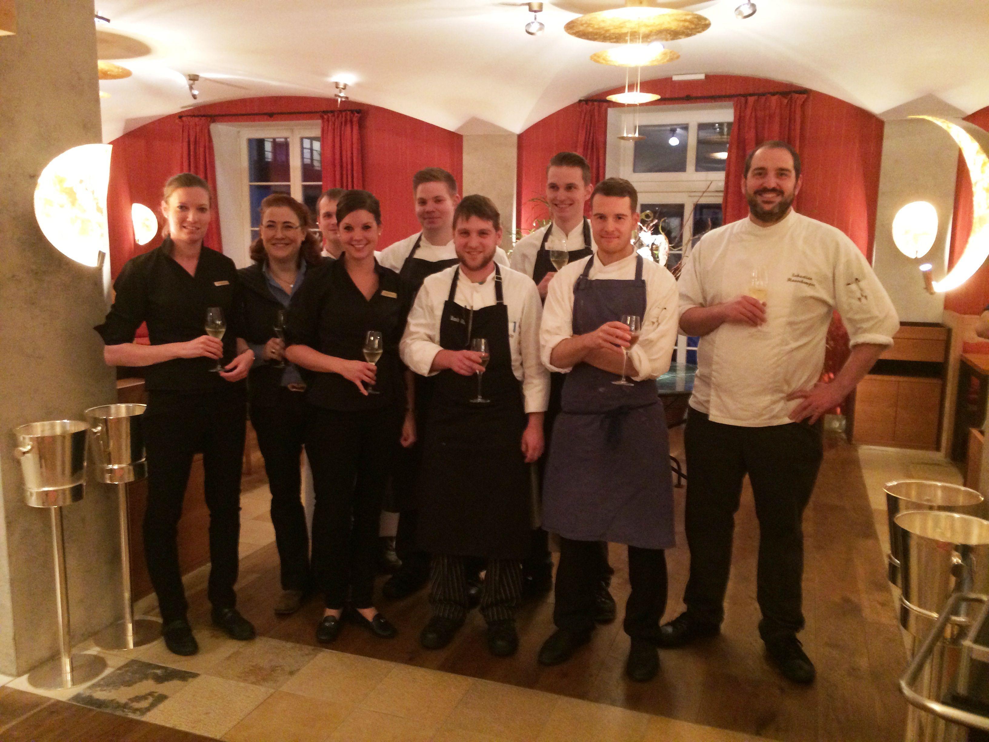 Michelin-Führer 2014 Deutschlands beste Sterne-Köche und unser Luce d' Oro Team darf sich weiterhin mit dem begehrten Michelin-Stern schmücken. Großartige Arbeit und vielen Dank für Eure Mühen.