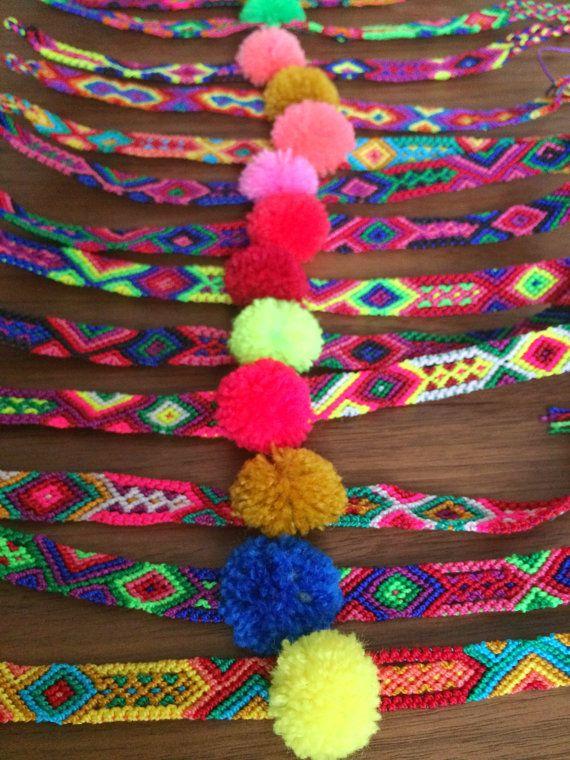 5905ee162825 Set de Pulseras tejidas con pompones hechas a por ChiapasbyJUBEL ...