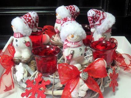 Dieser verspielte Adventskranz wird auch Euren Kindern gefallen.   Die Kerzen werden natürlich mitgeliefert.  Der Kranz hat einen Durchmesse von ca. 2