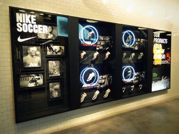 Regaño Mariscos marrón  Nike Soccer 1 | Retail design display, Retail store design, Window display  design