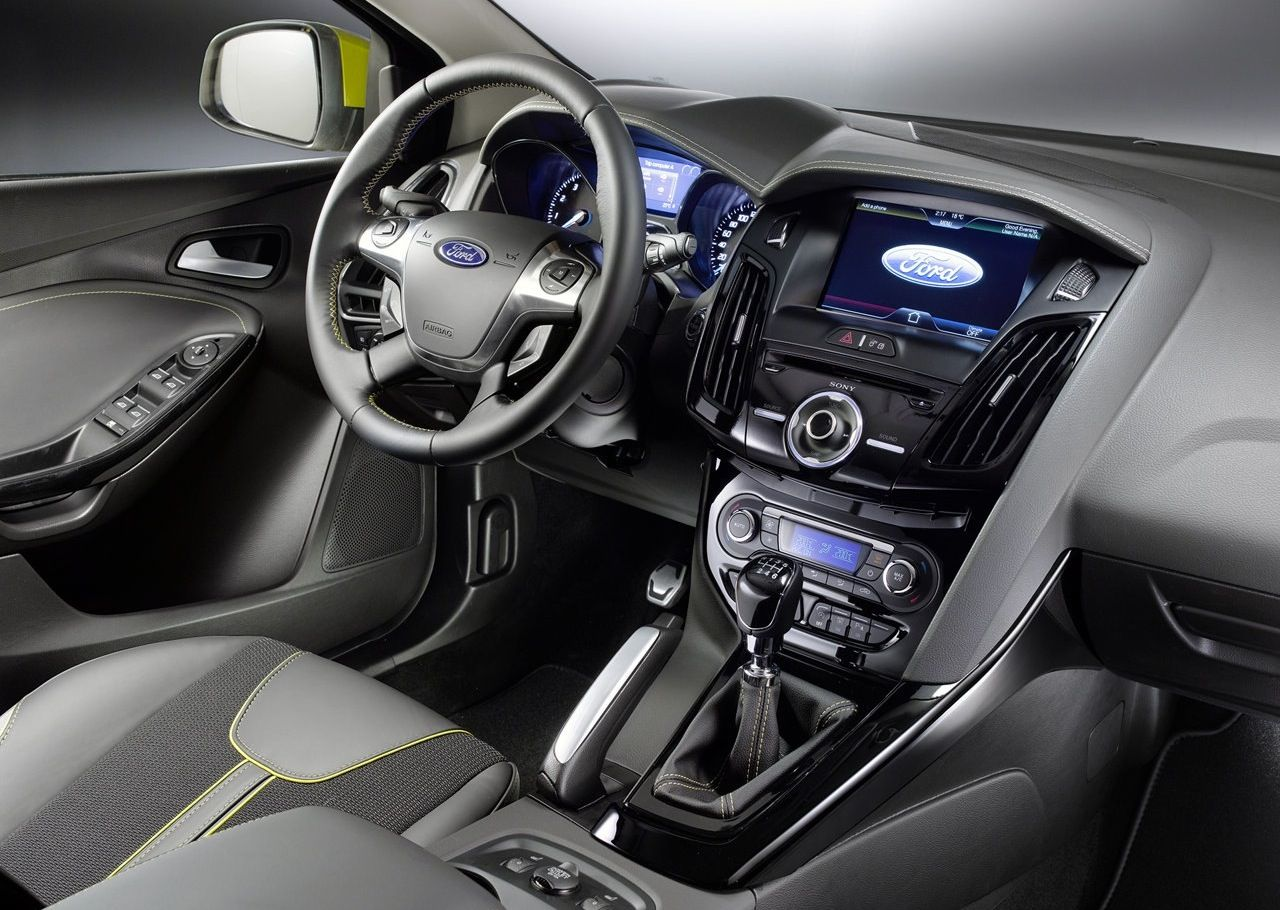 2012 ford focus wagon interior