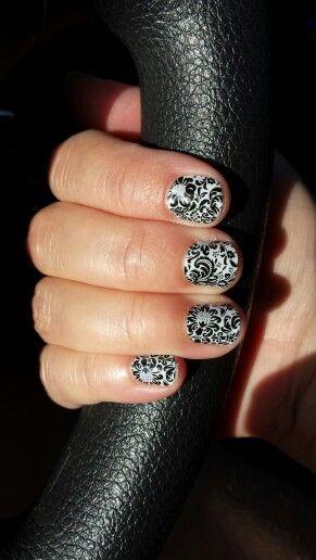 Fashion Friday manicure courtesy of Jamberry Nails.