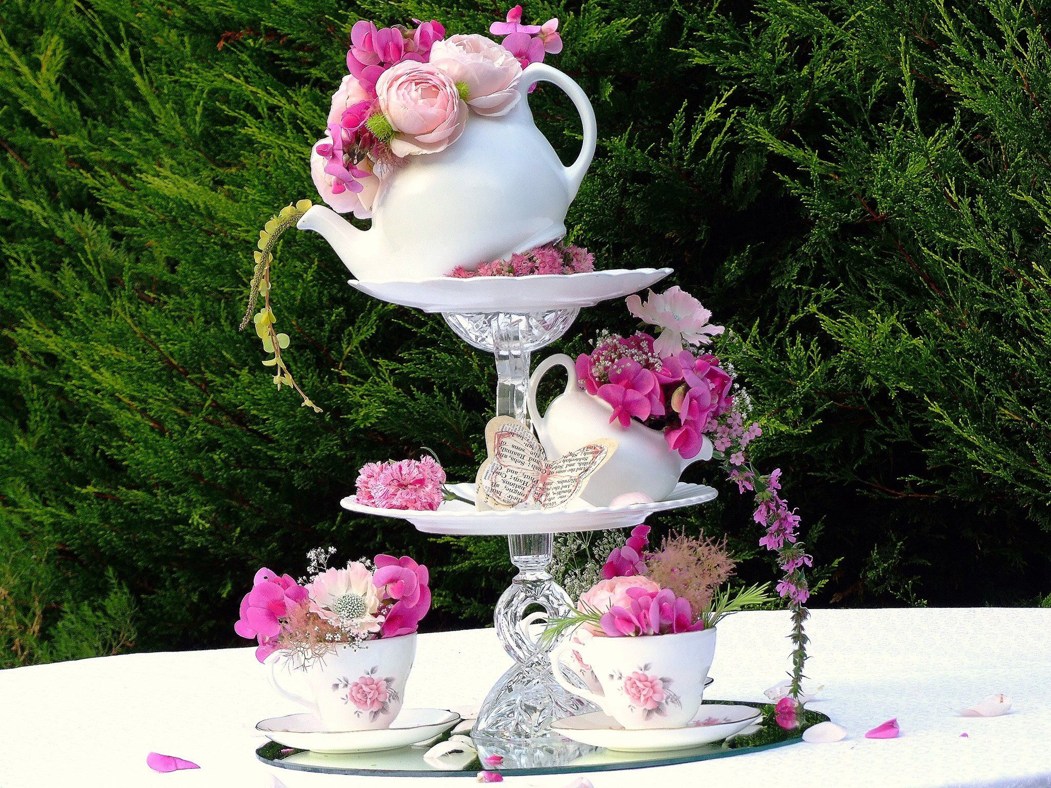 Topsy turvy wedding centre piece from sweetpea and ivy for Antique decoration pieces