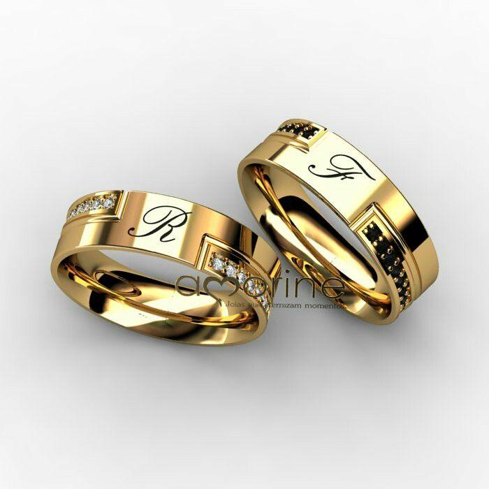 Aliança com letra gravada e pedras   Svadobné prstene   Pinterest ... 441c111f41