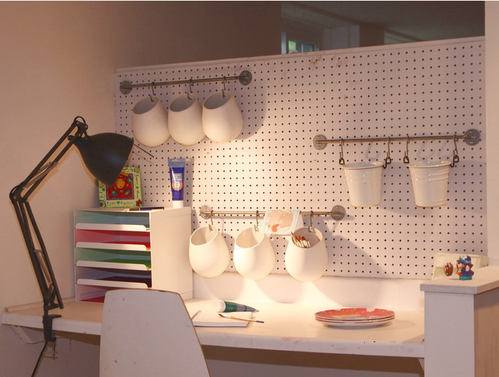 Etonnant Home Office Pegboard With Rails And Hanging Organizers