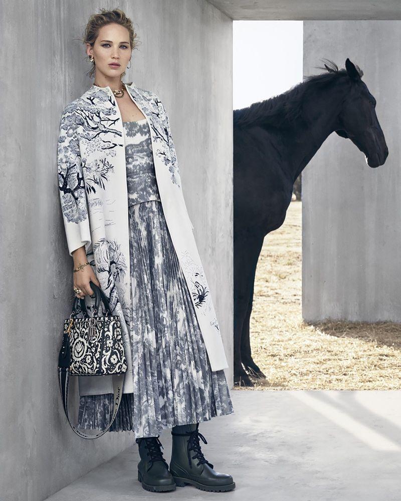 Jennifer Lawrence präsentiert die Dior Cruise 2019 Horsewomen Looks Lensed von Viviane Sassen