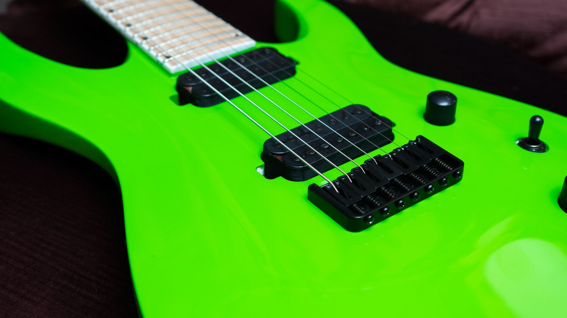You can't have enough Green Slime! The Jackson Soloist 7-String Slime Green http://ow.ly/TXOGr @JacksonGuitars