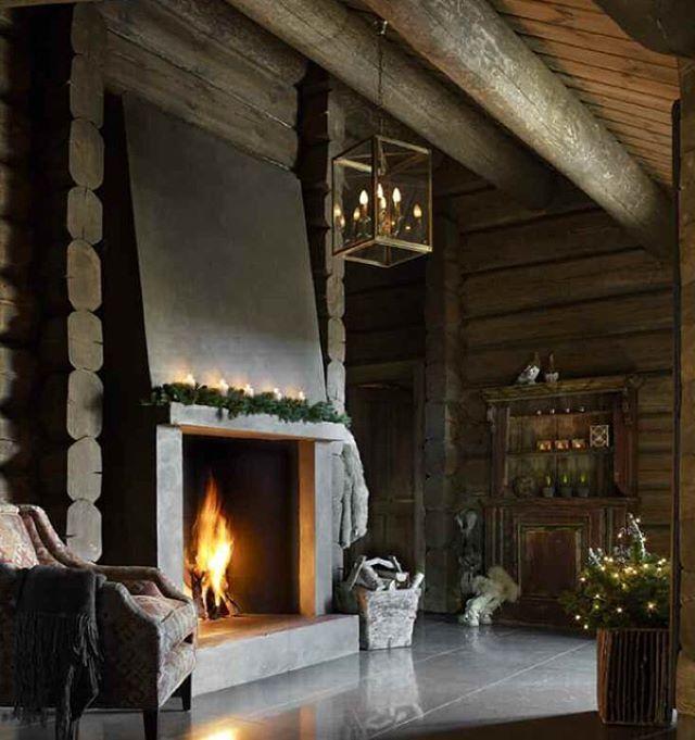 #christmas #mountaincabin #fireplace #arkitektfossland #efhousedressing  @kbraekke #monagundersenfotograf #interiørmagasinet #interior #interiordesign #interiør #visitnorway