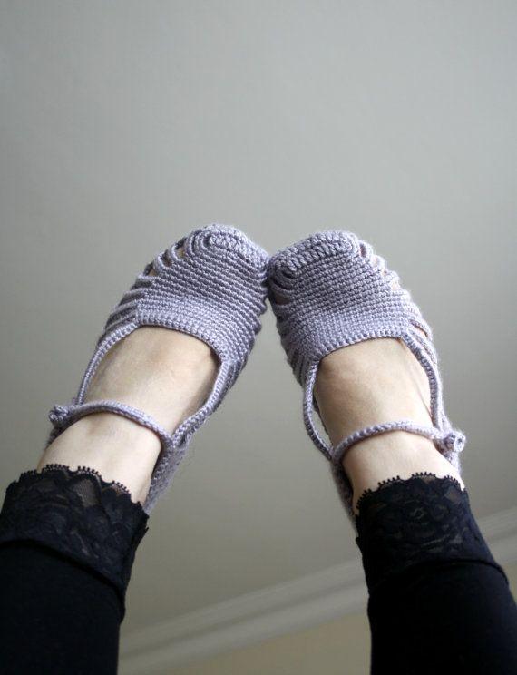 Deshacerse del peso de las zapatillas en los pies todos los días. La ortopedia real es la anatomía del pie.  Ideal para su auto o como un regalo para eso especial alguien  Artículo llegará muy bien empaquetados.   para mejor cuidado: mano lavada y puesta a secar  Este zapatillas fue tejido en un hogar libre de humo y mascotas a mano  LAS FOTOS ES UN EJEMPLO Y PUEDE SER PREPARADO SEGÚN EL COLOR QUE DESEE Y PIE NÚMERO TUYO.  Gracias por visitar mi tienda  http://www.DENIZGUNES.ETSY.COM