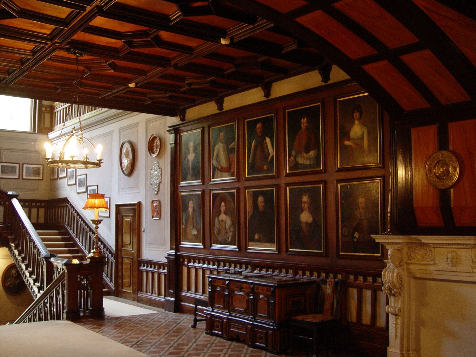 Old english manor house interior this hunting estate of for Classic house interior