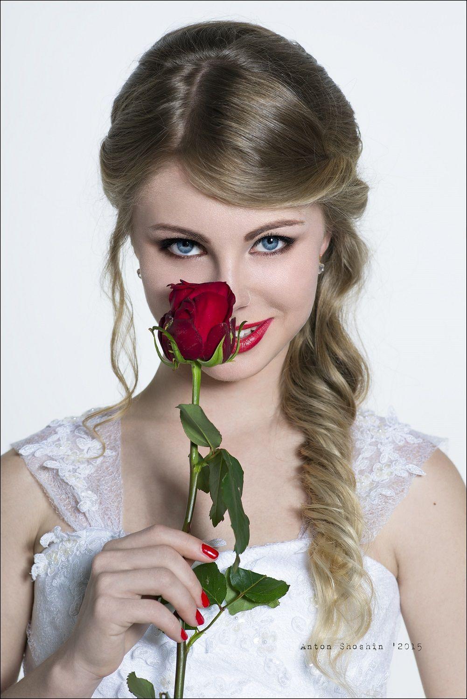 Красивая девушка с розами картинки