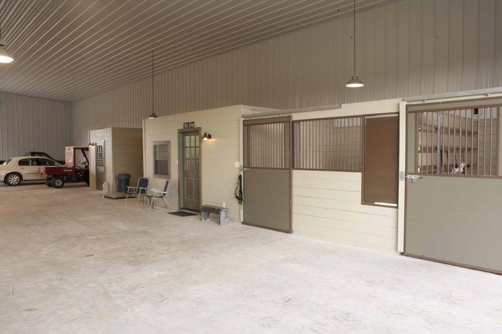 Garage/stables/apartment