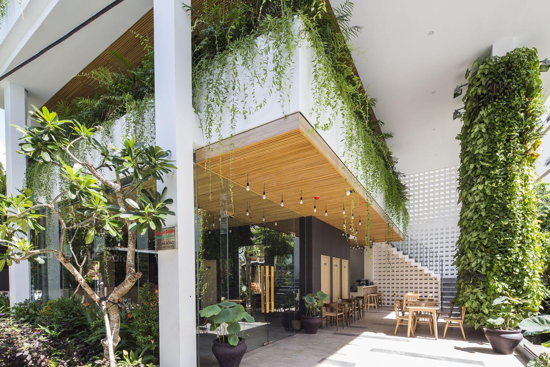 Gallery Of Babylon Garden Condotel Alpes Gdb 7 Tropical Landscape Design Green Architecture Tropical Landscaping
