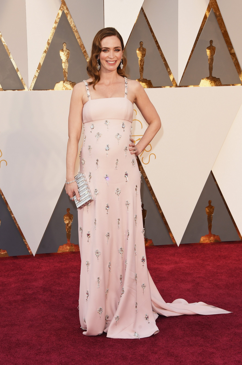 A pregnant Emily Blunt in Prada at the 2016 Oscars | Oscars | Pinterest