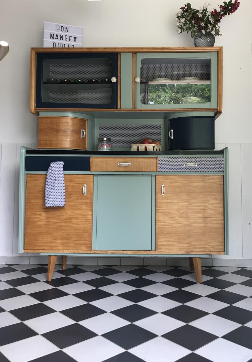 Le Buffet Mado Cyprien A Ete Entierement Restaure Et Relooke Ses Nouvelles Couleurs Bleu Profond Vert Mint Et Che Buffet Mado Mobilier De Salon Meuble Mado