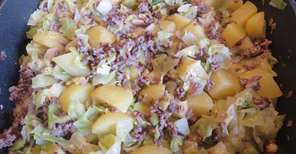 Spitzkohl-Hackfleisch-Kartoffel-Schmaus mit saurer Sahne #spitzkohlrezeptehackfleisch