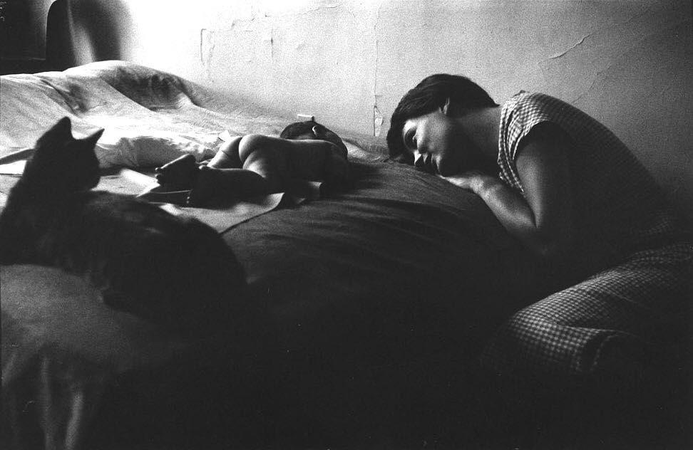 'Mother and Child,' Elliott Erwitt, 1953. #elliotterwitt
