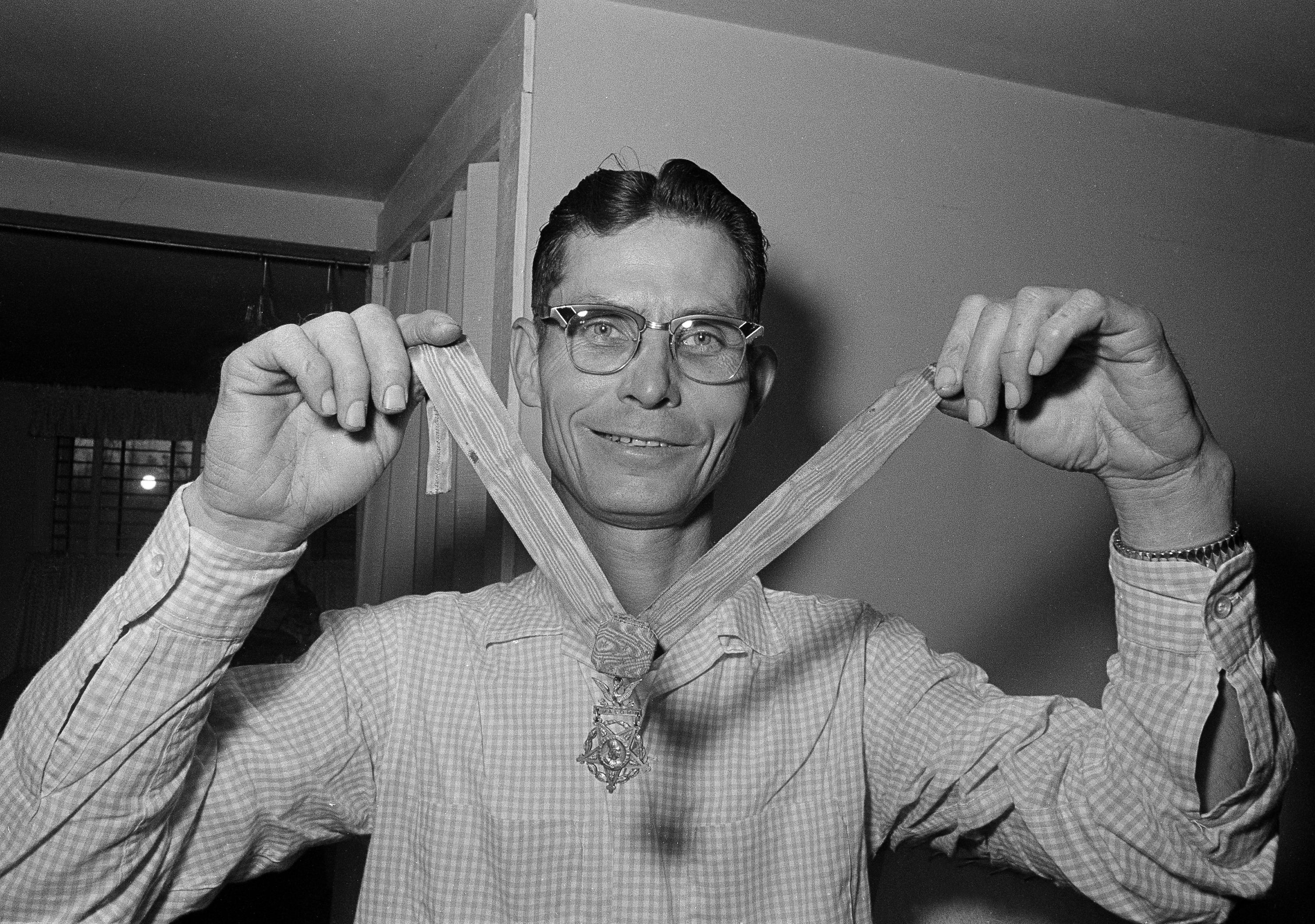 doss single guys Story by the desmond doss council on april 1, 1942, desmond doss joined the united states army little did he realize that three and a half years later, he would be standing on the white house lawn, receiving the nation's highest award for his bravery and courage under fire.