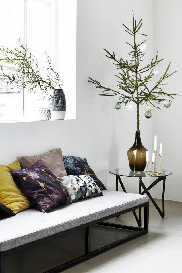 8 Chic, Stress-Free Ways to Decorate for the Holidays Full