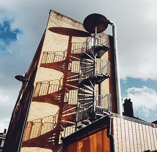 螺旋階段の影