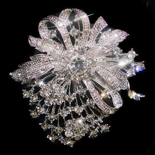 'Swarovski Crystal Bridal Brooch' is going up for auction at  4am Fri, Jan 11 with a starting bid of $12.