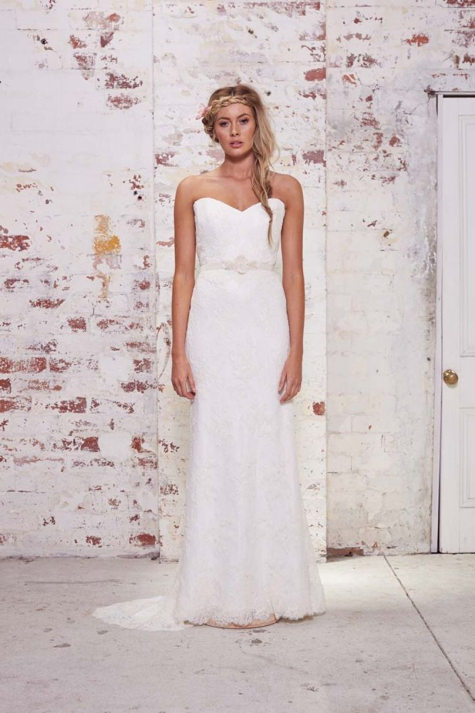 The Wild Hearts Karen Willis Holmes Wedding Dresses Have An Edgy Yet Feminine Allure Another Great Collection For Us To Swoon Over