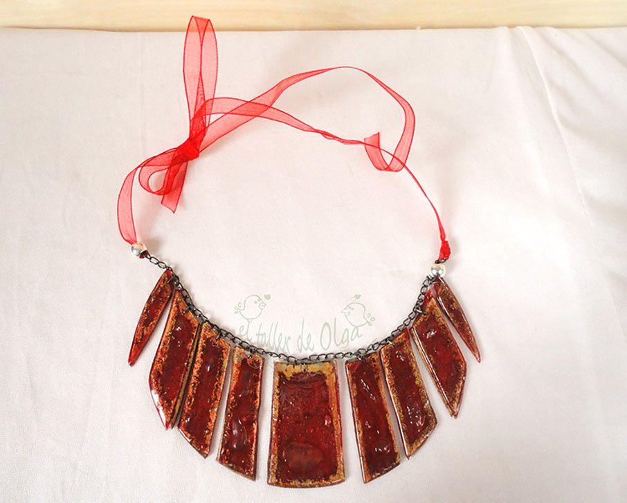 collar babero de plastico reciclado de cd