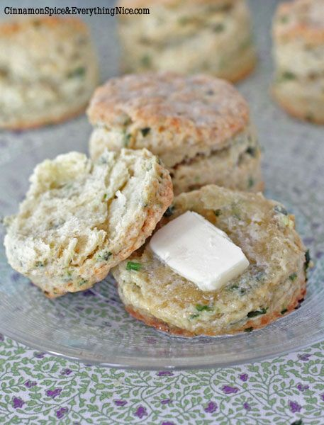 Sour Cream And Chive Biscuits Cinnamon Spice Everything Nice Recipe Sour Cream Chives Food Biscuit Bake