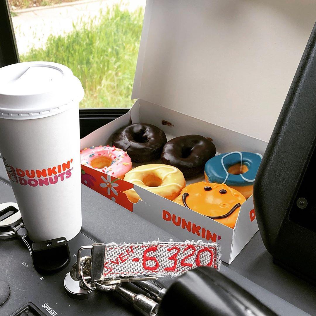 Ich Mag Die Linie M2 Wegen Ihrer Kurzen Fahrzeit Uberhaupt Nicht Allerdings Ist Es Die Chance Auf Donuts Die With Images Dunkin Donuts Dunkin Instagram Posts