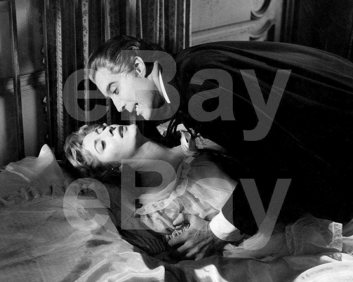 Christopher Lee as Dracula 10x8 Glossy Black /& White Photo Print Poster