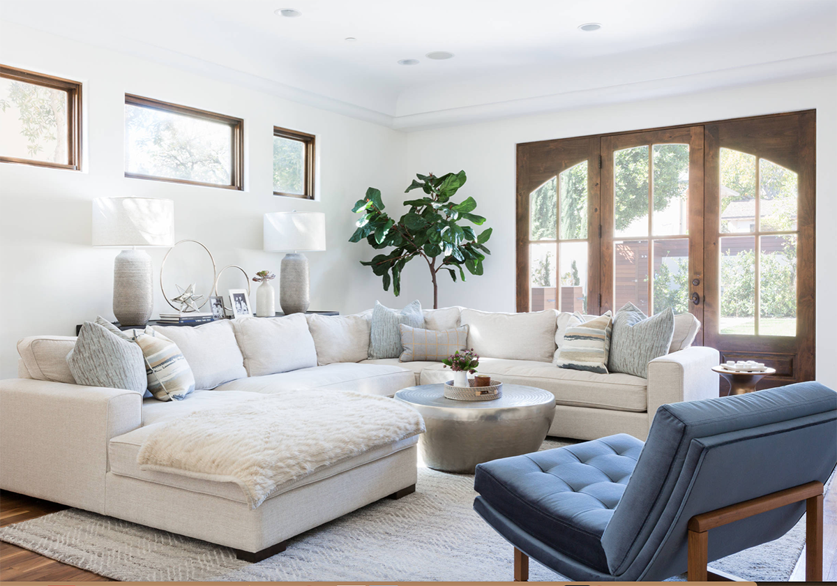 Cozy And Chic California Style White Living Room Decor With Plush Large White Sectional Sofa Big Living Rooms Living Room Sectional Perfect Living Room Decor