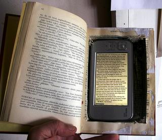 Mocht je heimwee hebben naar het gevoel van een boek in je hand: zie hier de oplossing :)