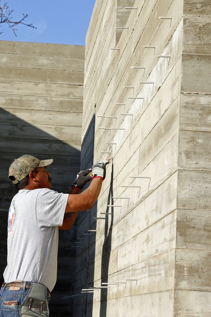 Tips For Building With Board Form Concrete Jlc Online In 2020 Board Formed Concrete Concrete Retaining Walls Concrete