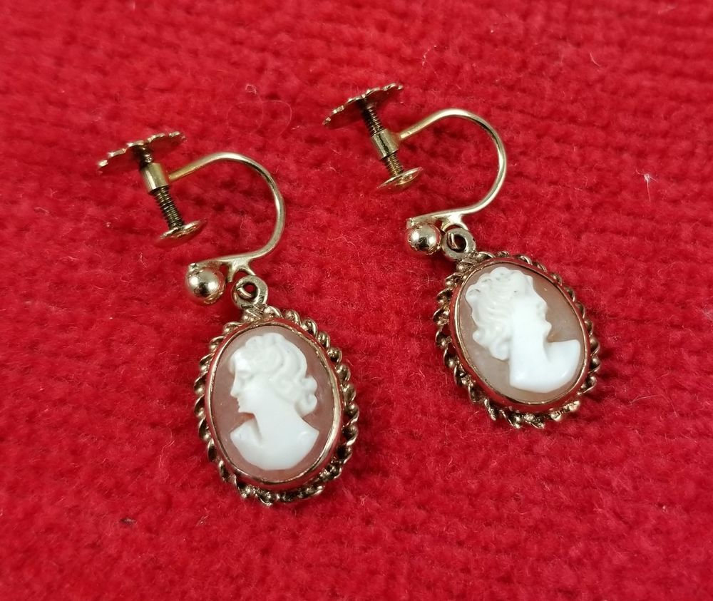 Beautiful Vintage 9 Karat / 9 Carat Gold Genuine Shell Cameo Screw Back Earrings