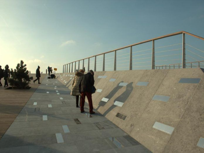 """Walk of Freedom"" am Jachthafen Cadzand-Bad"