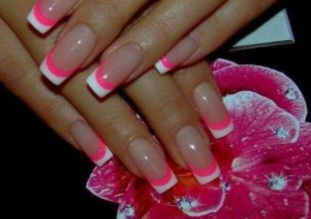 Een Neon Randje : Wit met roze boa achtig randje nails nails nail