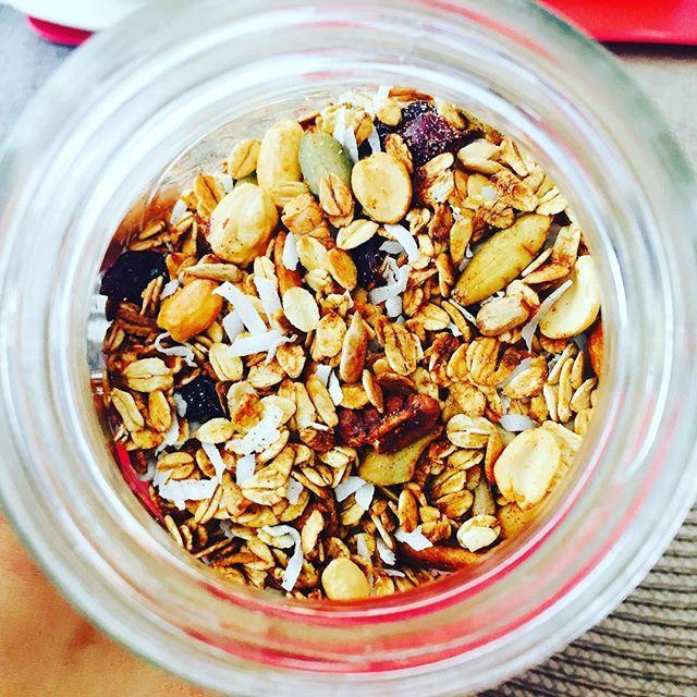 #snack la tarde: #granola hecha en casa, para recargarnos de #poder #cryscocina ##eathealthy #healthychoices #foodblogger #oats #avena #loveoats