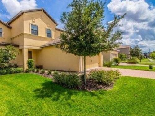 Thunderbird Villa 1415 Davenport (Florida) Boasting an outdoor pool, Thunderbird Villa 1415 is a villa situated in Davenport. The unit is 40 km from Orlando.  The kitchen comes with a dishwasher. A flat-screen TV with satellite channels is featured.