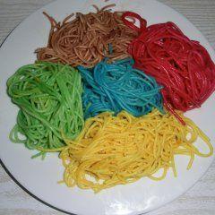 Bunte Spagetti