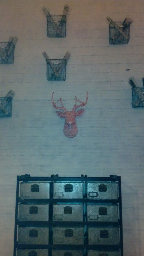 Pared decorada del restaurante the fidgerald me encantaa